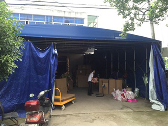 Our team member is checking quality in Jiang's warehouse