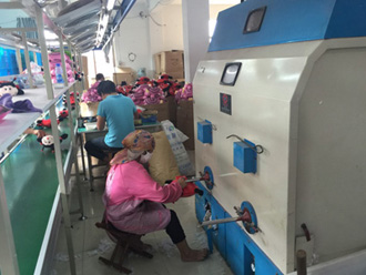 Cotton stuffing machine