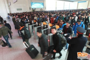 Workers are going back to hometown before CNY